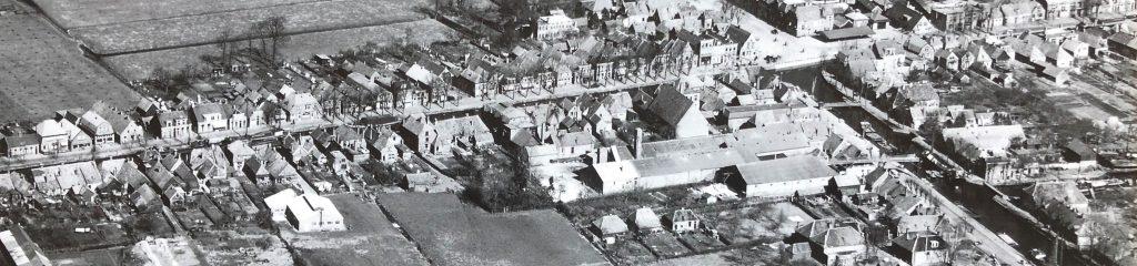 Luchtfoto KLM Aerocarto 1949 Hoogeveen met rechtsonder de scheepswerf van Rijnvis aan de Alteveerstraat